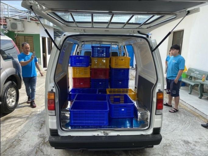 Hông và đuôi xe tải nhẹ Blind Van