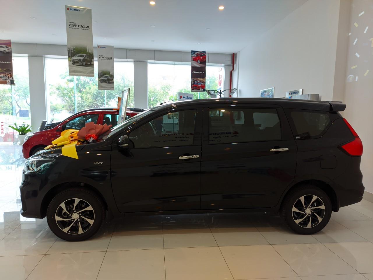 Suzuki Ertiga màu đen