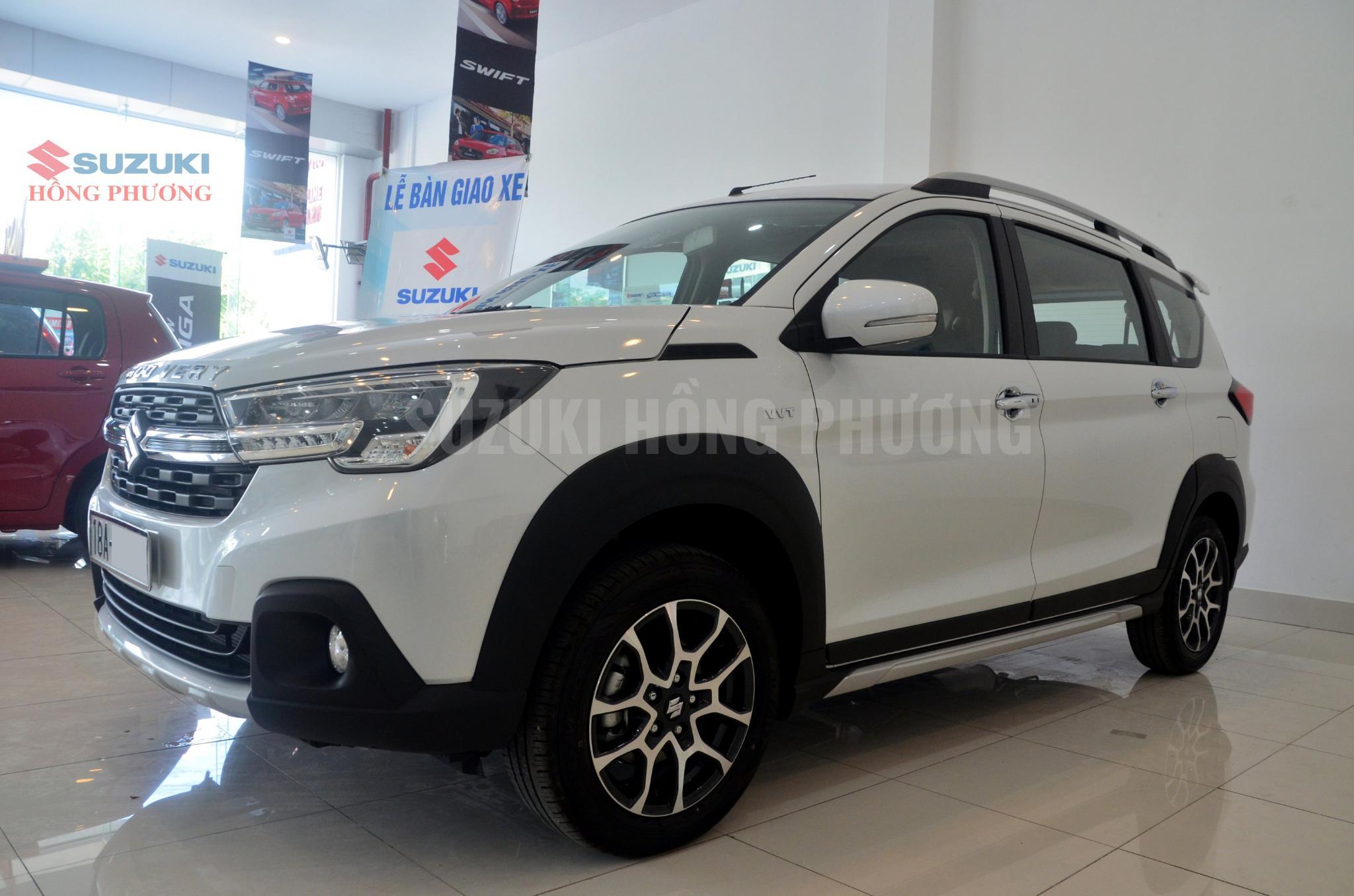 Suzuki XL7 màu trắng sang trọng